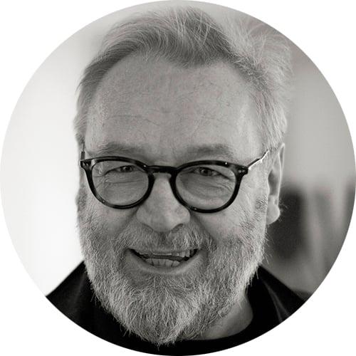 Taidegraafikko Tapani Mikkonen.