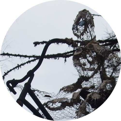 Yksityiskohta kuvanveistäjä Ossi Somman teoksesta.