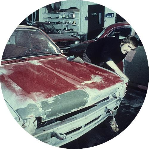 Vanha auto saa uuden maalin ammattiopistolla.